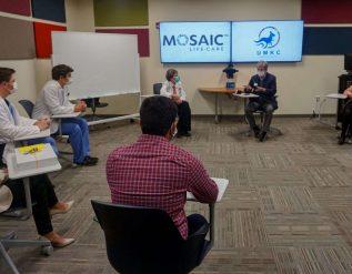 sen-blunt-visits-new-umkc-medical-school-campus-in-st-joseph