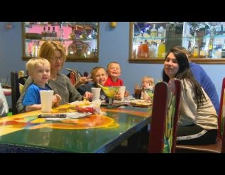 restaurants-busy-during-more-traditional-mothers-day
