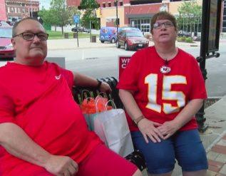 chiefs-fans-explore-st-joe-in-their-downtime